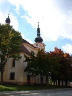 Kostel na podzim
